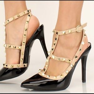 Cute and sexy black heels with studs! size 8.5